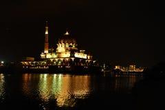 De Moskee van Putrajaya, Maleisië Stock Afbeelding