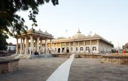 De moskee van Sarkhejroza in Ahmedabad royalty-vrije stock foto's