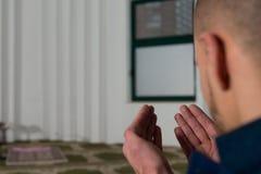 De Moskee van zakenmanmuslim praying in royalty-vrije stock foto