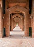 De Moskee zijmanieren van de Bahriastad lahore stock foto's