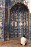 De moslim Mens bidt Royalty-vrije Stock Afbeelding