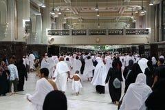 De moslimpelgrims voeren saei uit Stock Foto's