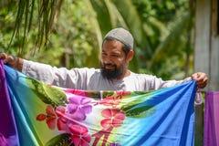 De moslimstof van de mensen drogende Batik Royalty-vrije Stock Foto