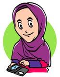 De moslimvrouw houdt de telefoon Royalty-vrije Stock Afbeeldingen