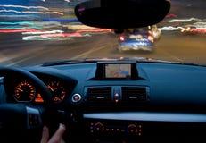 De motie die van de auto zich zeer snel beweegt Stock Foto's