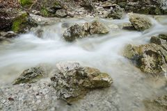 De motie vage stroom van het kreekwater in Mala Fatra NP, Slowakije Royalty-vrije Stock Afbeelding