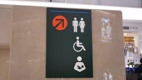 De motie van de mens, vrouw en maakt toiletembleem onbruikbaar stock footage