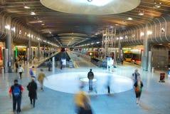 De motie van mensen op metroplatform Stock Foto's