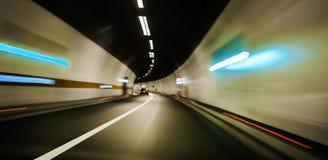 De motieonduidelijk beeld dat van de Snelheid van de tunnel zich snel beweegt Stock Afbeeldingen