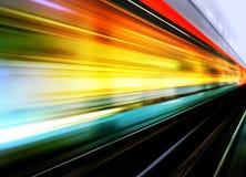 De motieonduidelijk beeld van de hoge snelheidstrein Stock Foto's