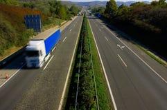 De motieonduidelijk beeld van de vrachtwagen Stock Afbeeldingen