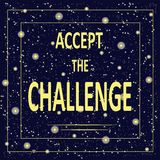 De motievenaffiche met inschrijving keurt de uitdaging goed Lichtgele brieven op een achtergrond van de sterrige nacht, donkerbla Royalty-vrije Stock Foto's