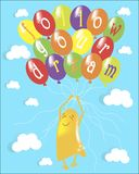 De motivatiebanner volgt uw droom Leuke gele het glimlachen gelukkige gezichtenspoken die op kleurrijke ballons in de blauwe heme Royalty-vrije Stock Foto