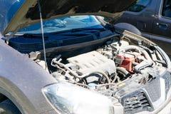 De motor van de moderne auto, de bonnet is open royalty-vrije stock foto