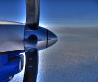 De motor van vliegtuigen in de hemel Stock Foto's
