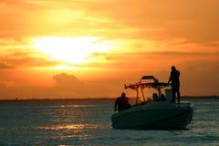De Motorboot van de zonsondergang Stock Afbeeldingen