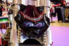 De motorfiets gewijzigde stijl die van de koffieraceauto als een monster met wielen kijken Royalty-vrije Stock Afbeelding