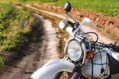 De motorfiets van weg, enduro, extreme sport, actieve levensstijl, avontuur het reizen concept, hemel van de enduro de openluchtm royalty-vrije stock afbeeldingen