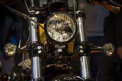De motorfietsen Expo in Milaan EICMA tonen Harley Davidson-koplamp stock afbeeldingen