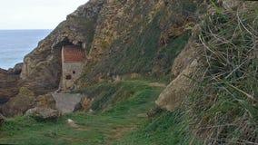 De movimiento lento hacia la ejecución de la ermita del acantilado 03 metrajes