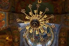 De mozaïeken van de kroonluchter en van het plafond in orthodoxe kerk Royalty-vrije Stock Afbeelding
