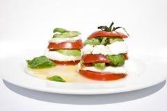 De mozarellasalade van de tomaat met avocado Royalty-vrije Stock Afbeeldingen