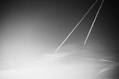 ` De mudanza s del UFO dos con las colas en el fondo del cielo Fotografía de archivo