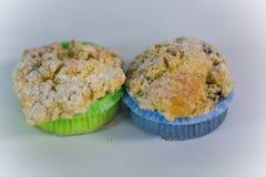 De muffin met bestrooit, witte achtergrond stock foto