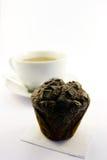 De Muffin van de chocolade met Thee Stock Fotografie