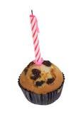 De muffin van de rozijn met kaars Stock Afbeeldingen