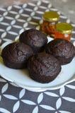 De muffins en de honing van de chocoladeschilfersbanaan Royalty-vrije Stock Foto