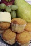 De Muffins en het Fruit van het ontbijt Royalty-vrije Stock Foto