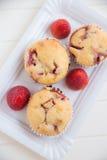 De Muffins van de aardbeivanille Royalty-vrije Stock Afbeeldingen