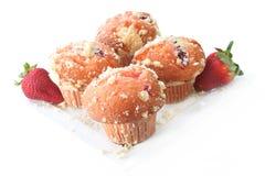 De Muffins van de Kruimeltaart van de aardbei Stock Foto