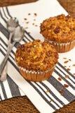 De Muffins van perzikgranola stock afbeeldingen