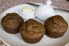 De muffins van zemelen op plaat Royalty-vrije Stock Afbeelding