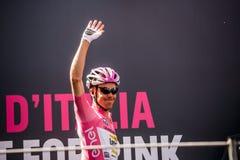² de MuggiÃ, Italie le 26 mai 2016 ; Steven Kruijswijk dans le débardeur rose, loto d'équipe, aux signatures de podium avant le d Photographie stock libre de droits