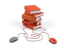 De muis en de boeken van de computer - e-lerend concept. Stock Foto's
