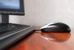 De muis van de computer op de lijst stock fotografie