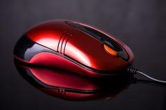 De muis van de computer op weerspiegelende achtergrond Royalty-vrije Stock Afbeeldingen
