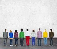 De multi Etnische van het de Vriendschapsgroepswerk van het Diversiteitsbehoren tot een bepaald ras Baksteen Conce Royalty-vrije Stock Afbeeldingen