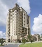 De multi flatgebouwen met koopflats van de verhaalluxe Royalty-vrije Stock Afbeeldingen