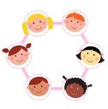 De multiculturele hoofden van eenheidsjonge geitjes - cirkel - pictogrammen   Royalty-vrije Stock Fotografie