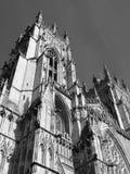 De munster hoofdtoren die van York stijgend kijken stock foto's