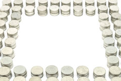 De muntstukken stapelen gouden elke reeks 10 die muntstukken op witte achtergrond worden geïsoleerd Selectieve nadruk Stock Foto's