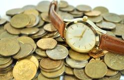 De muntstukken van het tijdgeld stock afbeeldingen