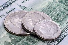 De muntstukken van de V.S. op het honderd dollarsbankbiljet royalty-vrije stock foto