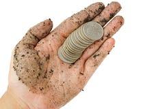 De muntstukken van Verenigde Staten, kwartdollar op enige vuile vrouwenhand w Royalty-vrije Stock Foto