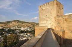 De muren en de torens van Alcazaba Stock Afbeelding