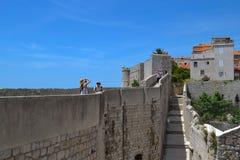 De muren van de vesting (Dubrovnik, Kroatië) Stock Foto's